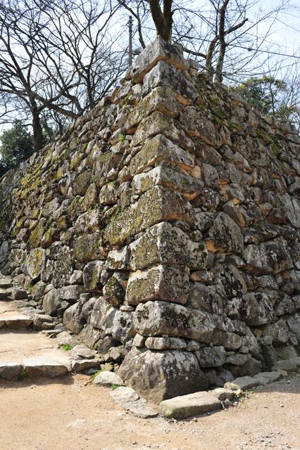 石垣とは - コトバンク