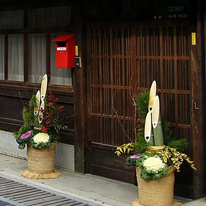 門松(かどまつ)とは - コトバンク